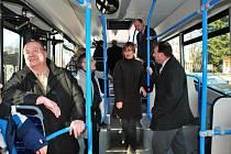 Ještě necelé dva týdny bude nový autobus ZDARu jezdit na linkách MHD, aby byl otestován v běžném provozu.