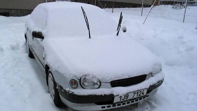 Kdo nemá garáž, našel své auto ráno v této podobě.