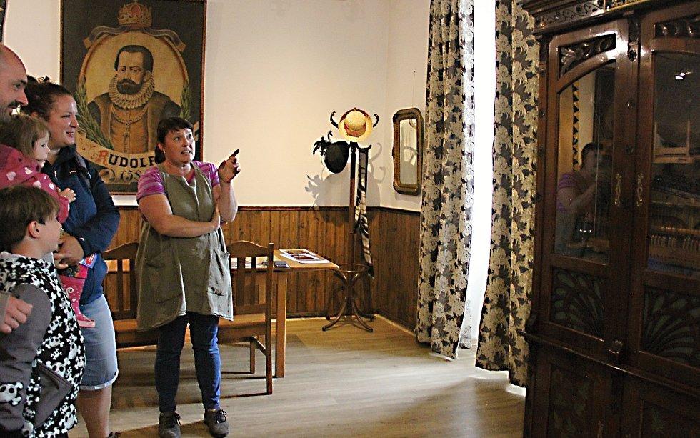 Orchestrion značky Karel Čech, který je nyní nově zrestaurovaný v bystřickém muzeu, pochází z Kněžic.