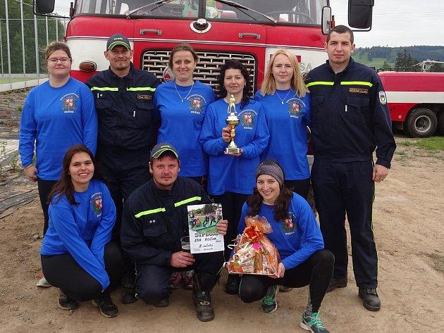 Téměř po sto čtyřiceti letech dohnaly ženy z Rožné své mužské protějšky a založily ženský hasičský sbor.