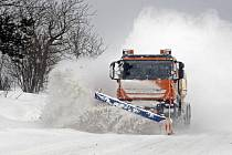 Meteorologové varují před silným sněžením.