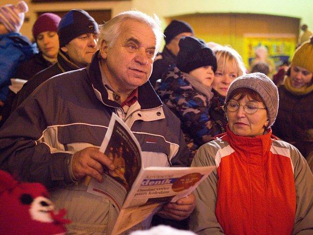 Koledy se budou ve Žďáře nad Sázavou opět zpívat před kostelem svatého Prokopa. Krátké adventní zastavení se uskuteční ve středu 9. prosince od 18 hodin.