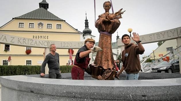 Na pět tisíc návštěvníků očekávají organizátoři odhalení nového památníku se sochou svaté Zdislavy v Křižanově na Žďársku, které se uskuteční tuto neděli ve 14 hodin na Benešově náměstí.
