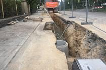 Stavba kanalizace v Rokytně
