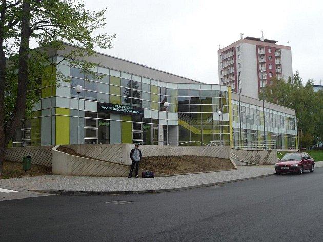 Po necelém roce se v nedávné době opět otevřel kulturní dům v Novém Městě na Moravě. Ve dvou fázích rekonstrukce získala budova nejen nový vnější vzhled, ale zejména interiér doznal změn směrem k modernímu vybavení.