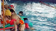 Ve žďárském relaxačním centru funguje i plavecká škola.