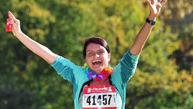 Sportovkyně Jitka Křížová z Radostína nad Oslavou kromě vlastního tréninku asistuje i nevidomým. Navíc letos sebrala odvahu a přihlásila se na jeden z nejtěžších maratonů světa na Velké čínské zdi, který ji čeká 16. května.