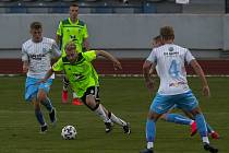 Fotbalisté Nového Města na Moravě (v zelených dresech) se ve středu pokusí proti Blansku vybojovat premiérové domácí vítězství v tomto ročníku MSFL.