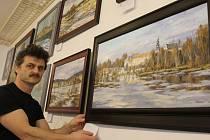 Trojice malířů a grafiků zpodobňujících Žďárské vrchy patří mezí prvních deset výtvarníků, kteří vystavují v nově otevřené galerii Janáček ART na Bechyňově náměstí v Přibyslavi.