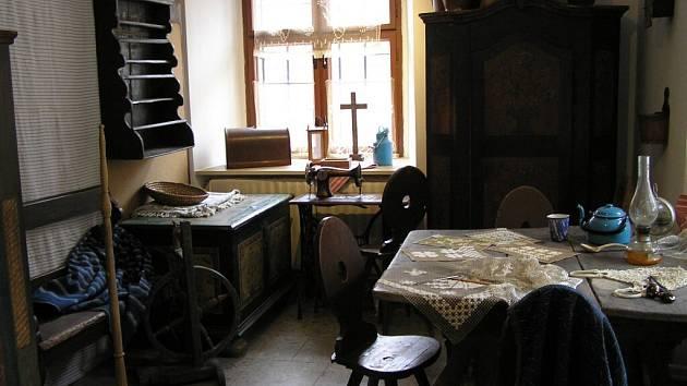 Pohled do domácnosti běžného žďárského měšťana začátkem minulého století nabízí jedna z výstav, které jsou v muzeu aktuálně  k vidění, a to do 24. srpna.