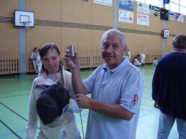 VZÁCNÁ NÁVŠTĚVA. Do bystřické sportovní haly zavítal slovenský šermířský rozhodčí Julius Králik, který byl také organizátorem na ZOH v Pekingu.