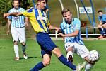 Ve finálovém utkání turnaje ve Svratouchu vyzvou fotbalisté Herálce (v modrobílých dresech) rivala z nedaleké Svratky.
