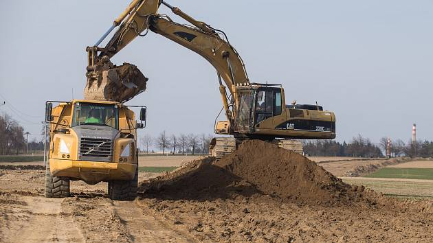 Se stavbou dlouho očekávaného obchvatu Nového Veselí se začalo letos na jaře.