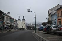Za parkování na bystřickém Masarykově náměstí motoristé zaplatí pět korun za hodinu.