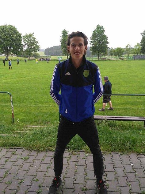 Aktivní fotbalovou kariéru a trénování mládeže vTJ Nová Ves jsem vyměnil za roli zdravotníka. Práce skelenem mi nedělá žádný problém.
