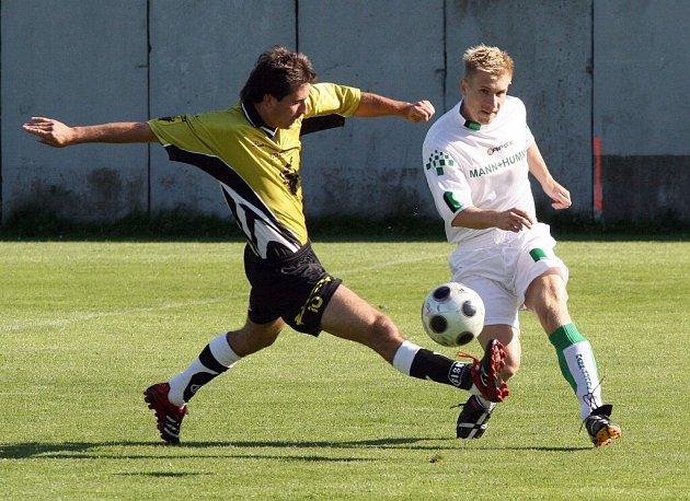 Fotbalisté Bohdalova (vlevo David Křesťan) remizovali na hřišti Přibyslavic a ztratili tak první body v nové sezoně.