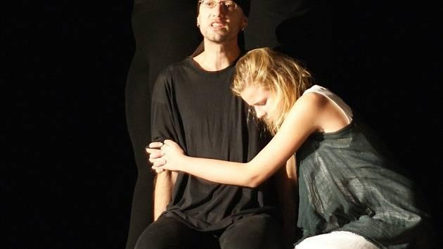 Effrenata hru uvede na rakovnické Popelce, jedné z klíčových přehlídek, odkud mohou být soubory nominovány na celostátní festival s mezinárodní účastí Jiráskův Hronov, patrně nejvyšší metu amatérského divadelnictví v Česku.