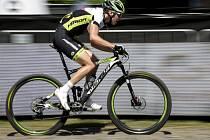 Závod Světového poháru horských kol 25. května v Novém Městě na Moravě, cross country - muži elite. Český reprezentant Ondřej Cink.