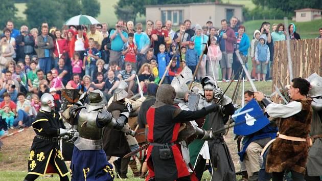 Více než dva tisíce lidí sledovalo ve Škrdlovicích boj šermířů o vysvobození princezny z černokněžníkovy tvrze.