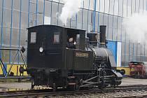 Nejstarší provozuschopnou parní lokomotivu v Česku mají v Sázavě. Projížďku třicetitunovým kolosem vynechal málokdo.