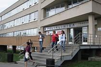 Nová lékárna měla být v této budově, jež patří Žďáru nad Sázavou. Sousední objekt s již fungující lékárnou vlastní Asklepius Společnost privátních zdravotníků.