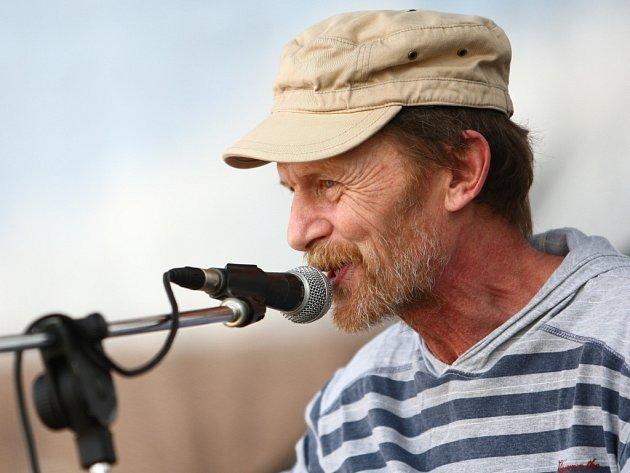 Jiří Schmitzer zazpívá Novoměstským v sobotu 2. února.