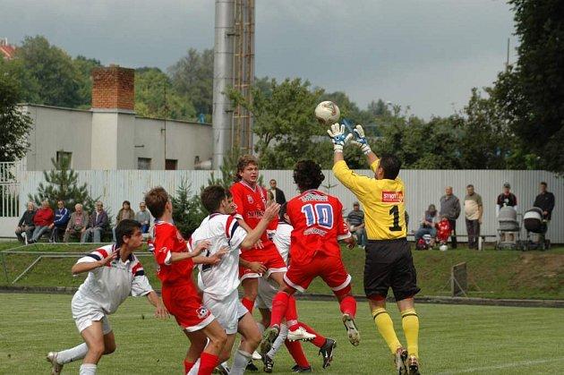 Před zraky domácích diváků vyběhne rezerva Velkého Meziříčí ke sledovanému derby.