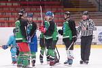 Hokejisté Vatína se radují z branky, v zápase o třetí místo porazili Rudolec 6:5.