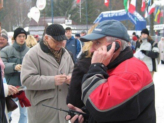 Zkušenosti především - to chce Liberec od Novoměstských. V popředí šéf organizačního výboru Zlaté lyže Petr Honzl, za ním prezident Václav Klaus.