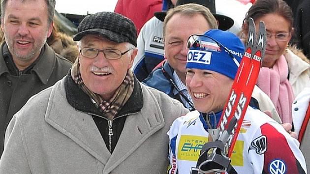 Velké osobnosti na novoměstských závodech - prezident Klaus a lyžařka Neumannová.