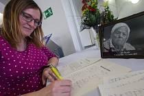 Podpisová kondolenční listina v souvislosti s úmrtím Jiřího Bradyho.