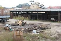 Zchátralé budovy a zanedbaný areál bývalého Svitu ve Velkém Meziříčí bude minulostí. Nový vlastník chce v této lokalitě vybudovat obchody, v případě zájmu i byty.