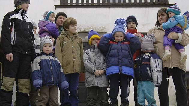 Dvanáctičlenná rodina Vítkových z Řečice.
