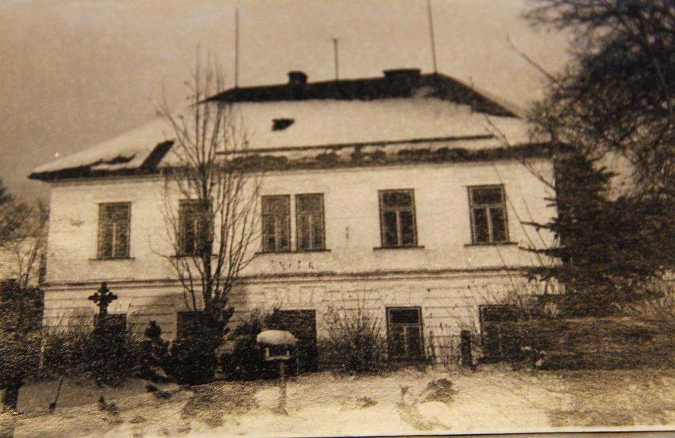 Malotřídní škola v Křižánkách dříve...