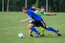 S novým koučem Janem Zábranským by měli zahájit jarní boje v krajské 1. B třídě fotbalisté Hamrů nad Sázavou (v modrém dresu)