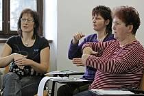 Lekce znakové řeči otevřela Knihovna Matěje Josefa Sychry ve Žďáře nad Sázavou. Jde o cyklus deseti schůzek, jedna trvá 1,5 hodiny.