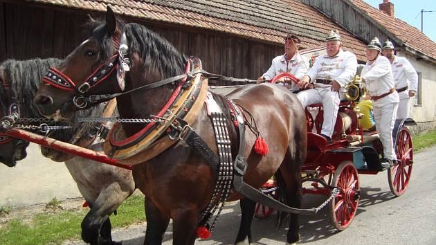 Hasičská oslava v Radňovsi.
