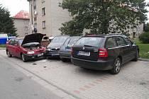 Hned pět osobních automobilů se v pondělí střetlo v Bystřici nad Pernštejnem. Tamní ulicí Višňová dopoledne projížděl osmdesátiletý šofér Škody Felicia.