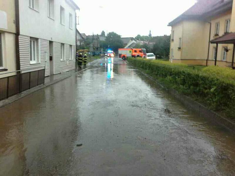 Ucpaná kanalizace v Novém Městě na Moravě.