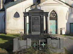 Hrob rodiny Smeykalovy nechá přemístit na nový hřbitov žďárská radnice.