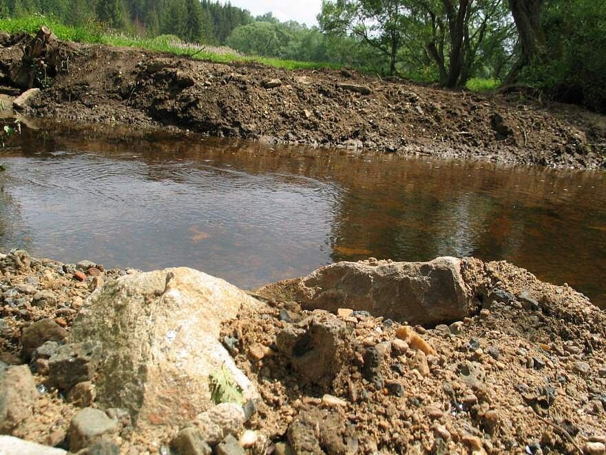 Ochranáři odhalili svévolné úpravy koryta řeky Svratky