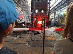 Žďárské firmy Žďas a Del otevřely v první májový den dveře veřejnosti. Využily to tisíce lidí.