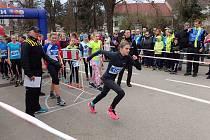 Kateřina Mičková právě vybíhá vstříc triumfu v dalším závodu Českého poháru, tentokrát v Příbrami.