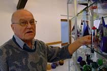 Jaroslav Svoboda se narodil do rodiny brusiče skla a sklářskému řemeslu zůstal věrný až doposud.