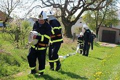 Námětovému cvičení tří hasičských sborů předcházel dopolední sběr šrotu v Rokytně. O víkendu se dobrovolní hasiči rozhodně nenudili