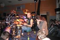 Jednoho z nejlepších bubeníků v Čechách přivítali ve Velkém Meziříčí. Klaudius Kryšpín se v úterý 24. února zúčastnil bubenického semináře.