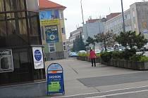 Reklamní poutače v centru města.