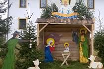 Farní betlém mají od letošních Vánoc ve Svratce, vytvořili ho místní obyvatelé. Kolemjdoucím se betlém líbí a Svratečtí chtějí z jeho stavění udělat každoroční tradici.