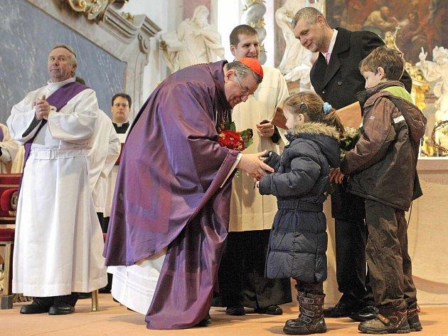 Kardinál Dominik Duka včera sloužil mši svatou v bazilice Nanebevzetí svaté Panny Marie ve Žďáře nad Sázavou.