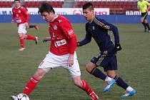 Fotbalisté Třebíče (v červeném) Sigmu v její generálce před začátkem jarních bojů v Gambrinus lize příliš neprověřili. Po poločase prohrávali o dva góly, ve druhé půli inkasovali další tři.